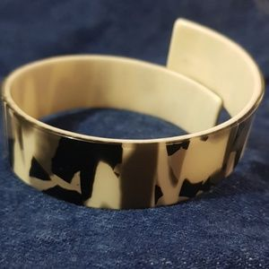 VINTAGE ‼ ASYMETRICAL PLASTIC BROWN CREAM BANGLE
